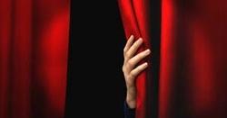 N° 303 : Derrière le rideau