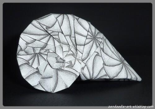 Papier origami zendoodle : coquillage