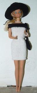 barbie--robe-noire-et-blanche-de-face.jpg
