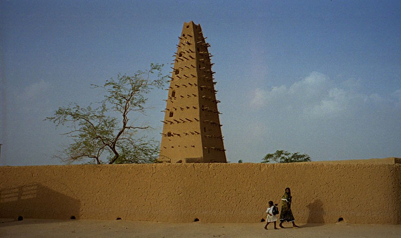 800px-1997 277-9A Agadez mosque