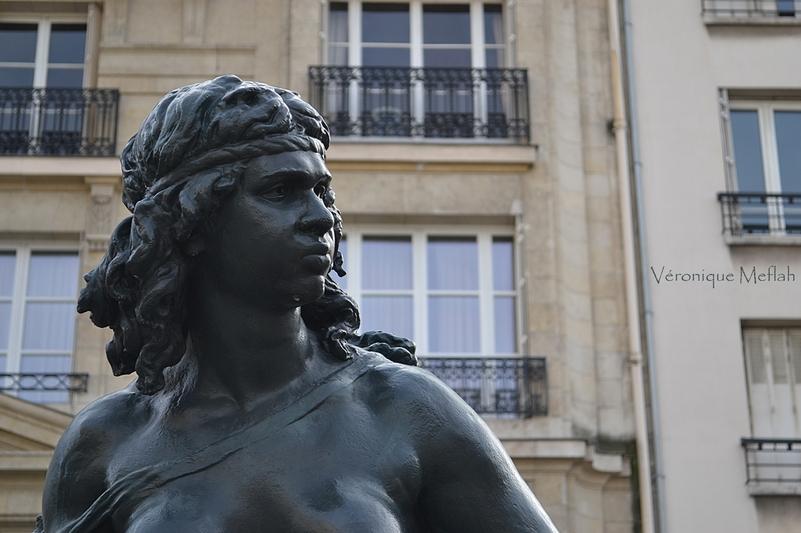Parvis du Musée d'Orsay : les six continents : l'Océanie