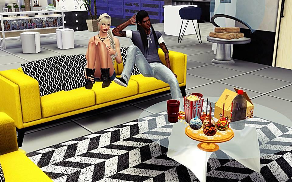 L'image contient peut-être: 2 personnes, dont Amanda Laurent, personnes assises, salon et intérieur