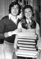 Mai 1977 : Sheila et Ringo feuillettent les albums !