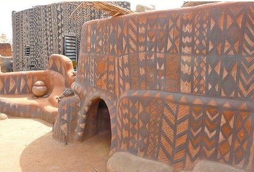 Samedi - Le tableau du samedi : le femmes du village de Tiébélé (Burkina Faso)