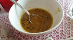 Recette poulet à l'indienne, riz aux épices et carottes, sauce au yaourt et naam..