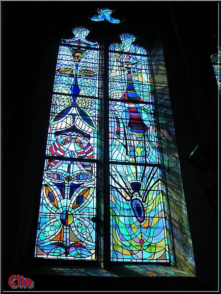 Les vitraux de Jean Cocteau en l'église Saint-Maximin de Metz.