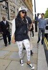 Rihanna quitte son hôtel londonien