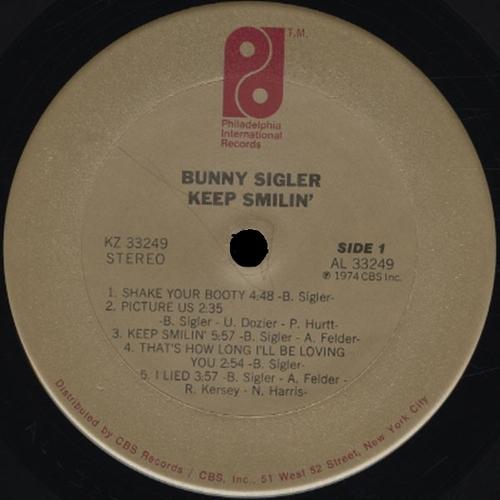 "1975 : Bunny Sigler : Album "" Keep Smilin' "" Philadelphia International Records KZ 33249 [ US ]"