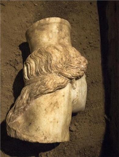 Amphipolis : tête de la sphinge Est