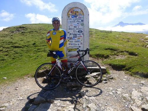 Les couleurs du CCR au sommet des Pyrénées.
