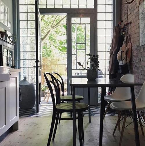 Annacate ouvre les portes de sa maison en Suède