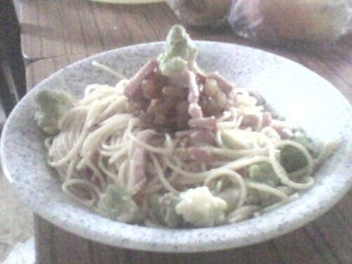 Spaghetti  aux choux romanesco, lardons et compoté de pomme.