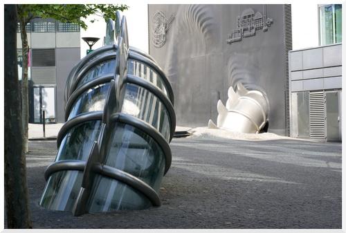 Paris 13ème. La danse de la fontaine émergente de Chen Zen.