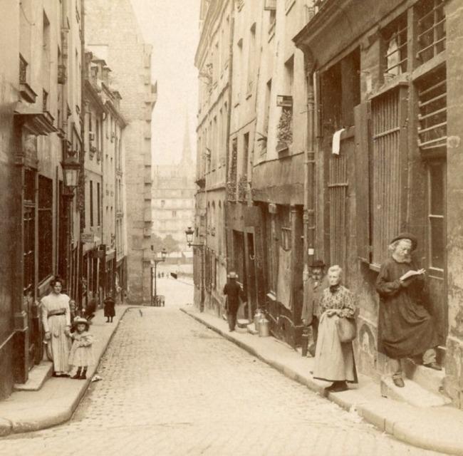 En passant dans cette rue du Quartier Latin (stéréoscopie)