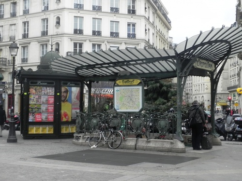 Promenade autour des Halles à Paris