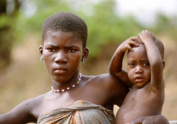 Togo 1985 : bébé et sa (très) belle maman