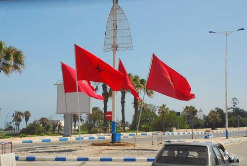 Partout des drapeaux marocains