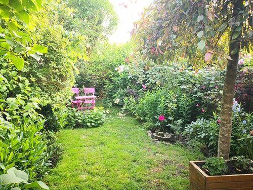 Dans mon jardin... deux chaises, Bernadette Regnier