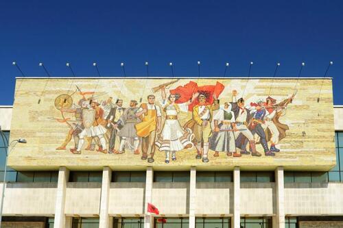 - UN SIÈCLE APRÈS LA RÉVOLUTION D'OCTOBRE 1917, COMPRENDRE L'HISTOIRE DE L'URSS