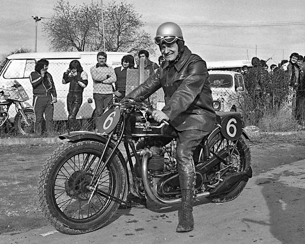 Magny-Cours, première course de motos anciennes