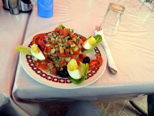 Une salade marocaine très copieuse