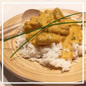 Curry de poulet au lait de coco & riz parfumé