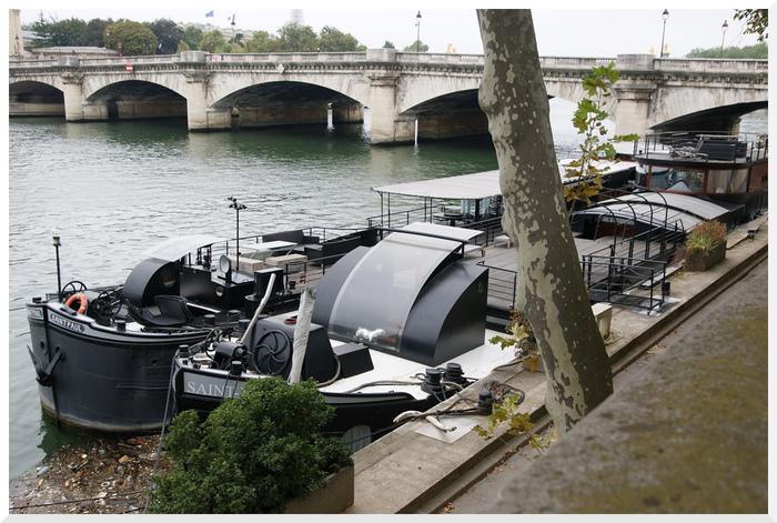 Péniches et bateaux sur la Seine.