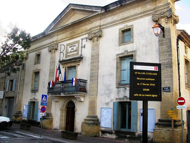 Saint-Hilaire-d'Ozilhan Mairie.JPG
