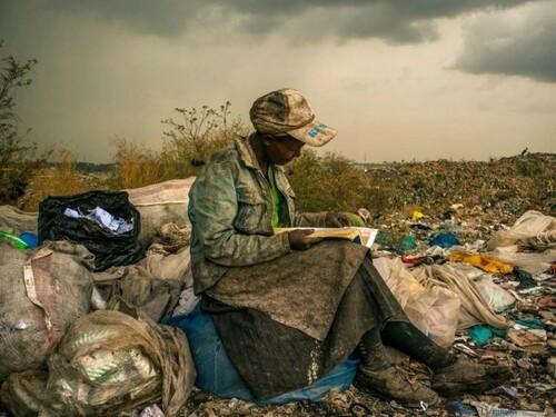 6- Femmes lisant- photographies couleur