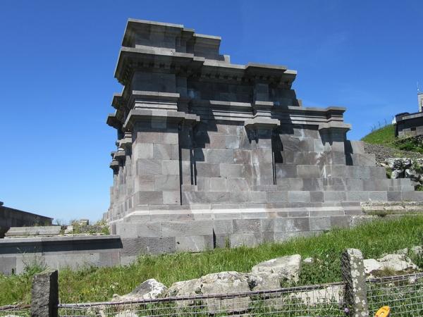 Un  temple gallo-romain, dédié à Mercure se dressait au second siècle de notre ère, au sommet du Puy de Dôme