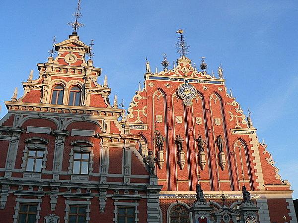 800px-Riga Maison T%C3%AAtes Noires