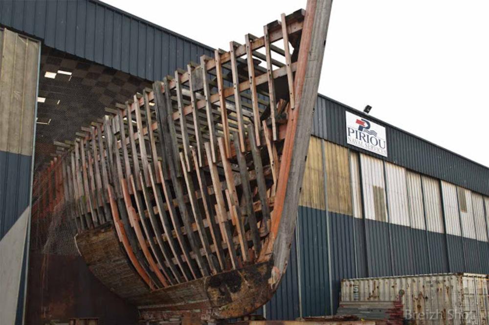 Étrave d'un bateau en bois - Chantiers Piriou Concarneau