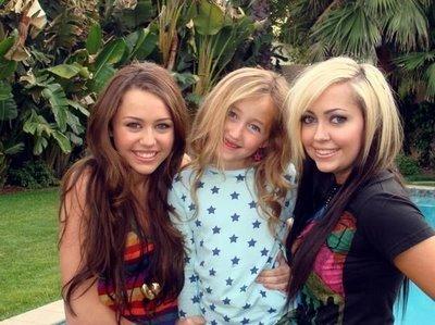 Les soeurs de Miley et Miley Cyrus
