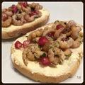 Tartine de crevvettes grises marinées et grenade sur beurre salé Bordier