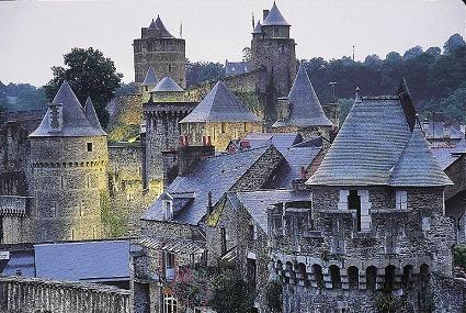 Le mille-feuille médiéval du château de Fougères ...