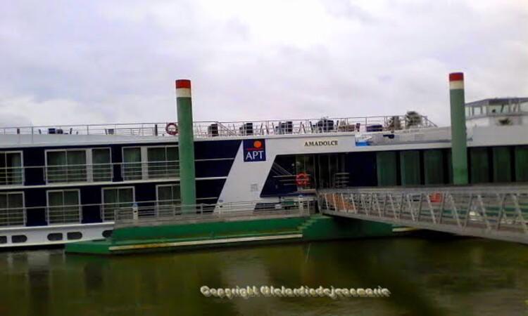 a bord de L'Amadolce,votre croisière fluviale sur la Garonne et la Gironde : vignobles, châteaux, terroir et traditions