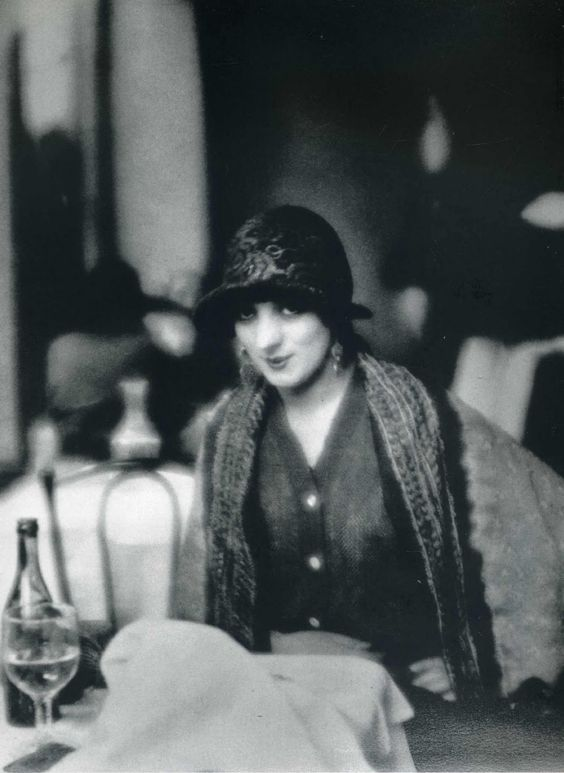 Kiki de Montparnasse (Alice Prin) photo by Man Ray, 1923: