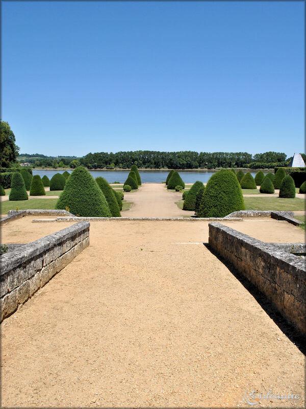 Jardin à l'anglaise du château de Vayres (Gironde)