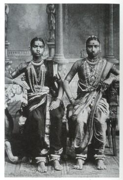 Deux danseuse de temple du Pays Tamoul vers 1920