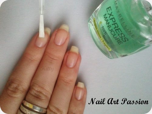 Comment poser ses patchs d'ongles ? Explication