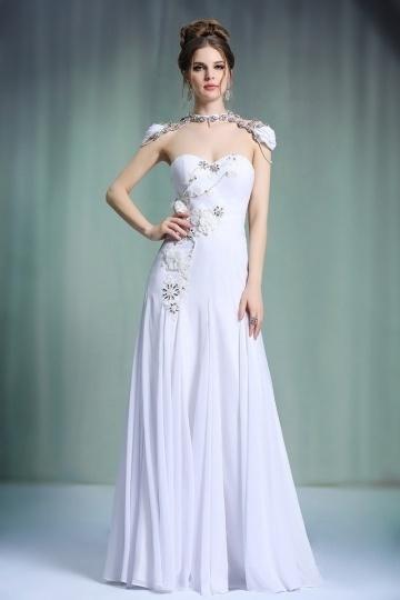Magnifique robe de soirée blanche bustier coeur appliqués à haut orné de bijoux