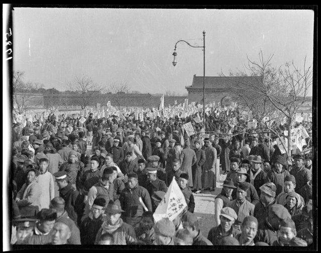 November 29 student demonstration, Tiananmen Square. China, Beijing, 1917-1919. (Photo by Sidney David Gamble)