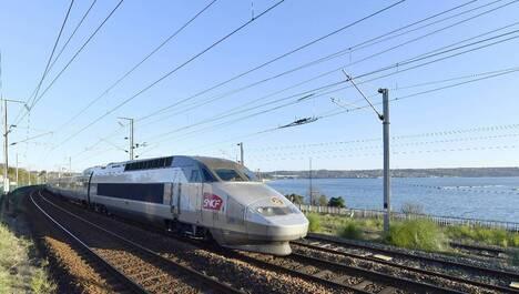 Selon la direction de la SCNF, un train sur deux doit circuler ce mercredi 9 mai. A Brest, un piquet de grève était en place à 5 h.