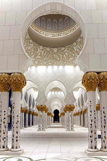 Se frotter aux murs et aux piliers des mosquées sacrées ? -