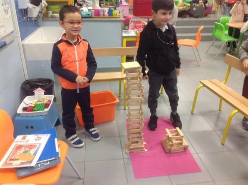 Concours 4 et 5 de la tour la plus haute !