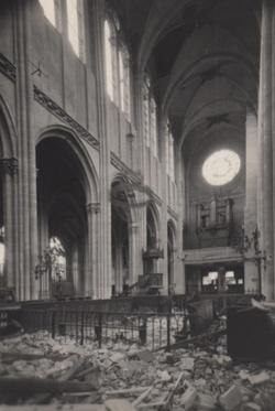 vue de la nef avec l'orgue