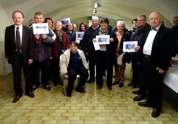 Les lauréats 2017 du concours des maisons illuminées pour les fêtes, à Châtillon sur Seine, ont été récompensés