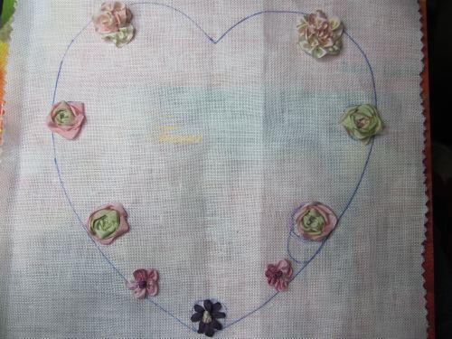 coeur aux fleurs au ruban