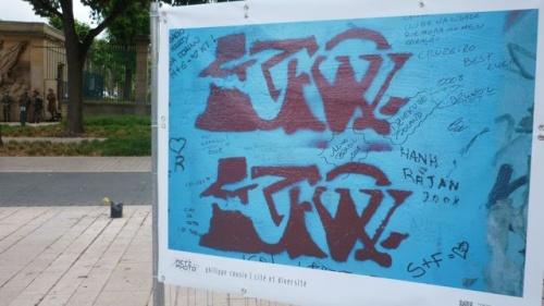 """""""Des graffeurs ont habillé le mur de couleurs"""" (25 juin 2011)"""