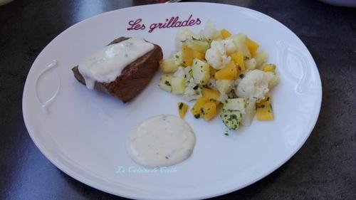 Pavé de boeuf sauce roquefort et légumes de saison à l'huile d'olive à la  truffe